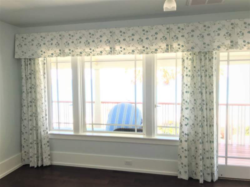 Sidepanels and valances