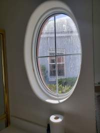 oval window no covering